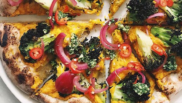 Broccoli vegan pizza